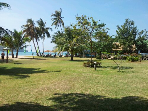 Holiday Beach Koh Maak